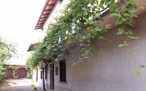 Casale dal sapore antico a Treppo Grande con ampio scoperto esclusivo