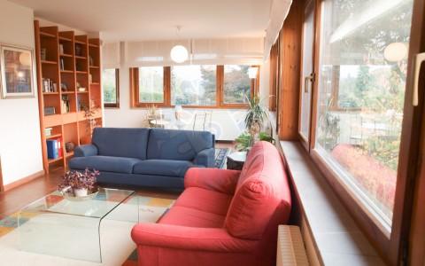 La Villa dai tre elementi: luce, legno & natura a Tarcento