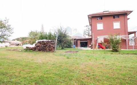 Casa singola con giardino di 2000 mq a Buja